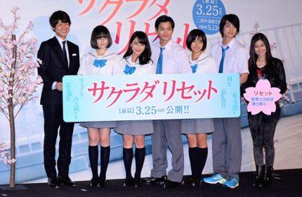 舞台あいさつに出席した、(左から)深川栄洋監督、玉城ティナ、平祐奈、野村周平、黒島結菜、健太郎、恒松祐里