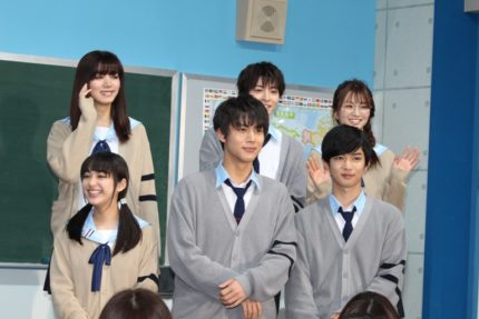 (前列左から)平祐奈、中川大志、千葉雄大、(後列左から)池田エライザ、高杉真宙、岡崎紗絵