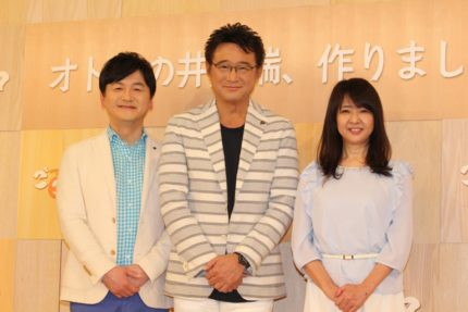 (左から)阿部渉アナウンサー、船越英一郎、美保純