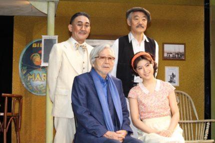 (前列左から)山田洋次監督、瀧本美織、(後列左から)林家正蔵、柄本明