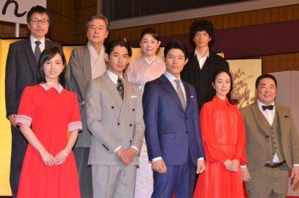 (前列左から)桜庭ななみ、瑛太、鈴木亮平、黒木華、塚地武雅、(後列左から)平田満、風間杜夫、松坂慶子、渡部豪太