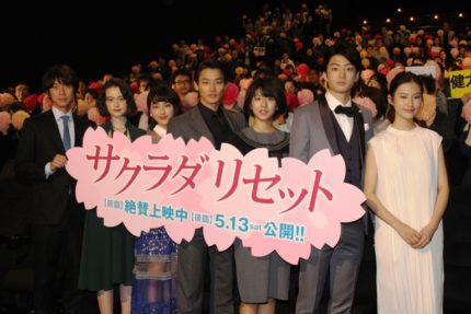 (左から)深川栄洋監督、玉城ティナ、平祐奈、野村周平、黒島結菜、健太郎、恒松祐里