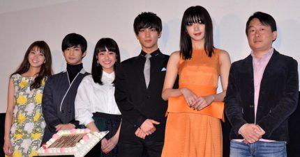 イベントに出席した、(左から)岡崎紗絵、千葉雄大、平祐奈、中川大志、池田エライザ、古澤健監督