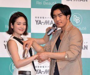 筧美和子(左)と大谷亮平