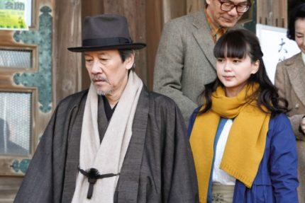 第3話から、奥田瑛二(左)と多部未華子
