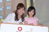 イベントに出席した藤本美貴(左)と早坂ひらら