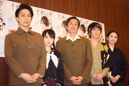 (左から)施鐘泰、桜井日奈子、佐戸井けん太、金井勇太、愛原実花