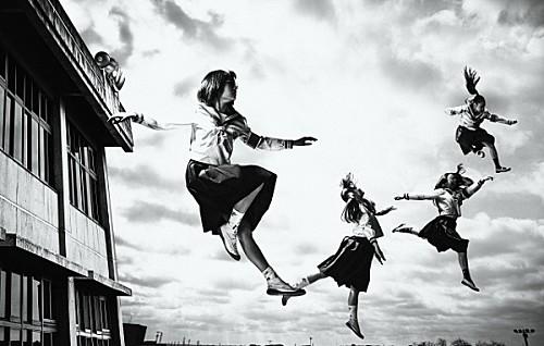 新しい学校のリーダーズ、メジャーデビュー曲「毒花(どくばな)」のMV公開 画像1