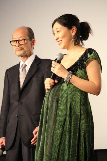 降旗康男監督(左)と安藤サクラ