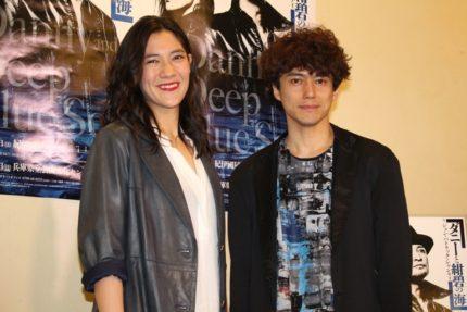 土井ケイト(左)と演出の藤田俊太郎氏