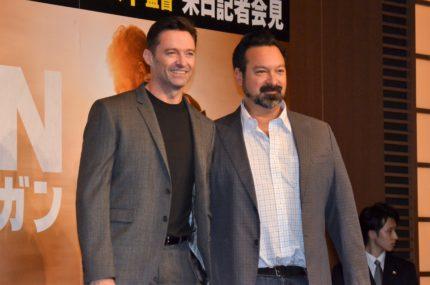 会見に出席した、(左から)ヒュー・ジャックマン、ジェームズ・マンゴールド監督