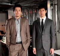 「CRISIS 公安機動捜査隊特捜班」の小栗旬(左)と西島秀俊