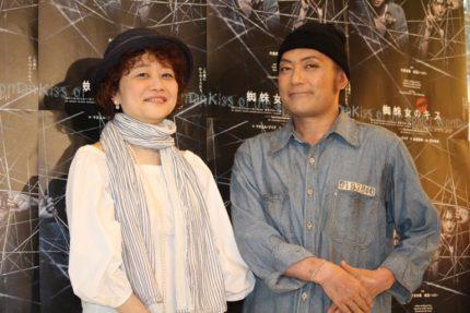 演出の鈴木裕美氏(左)と渡辺いっけい