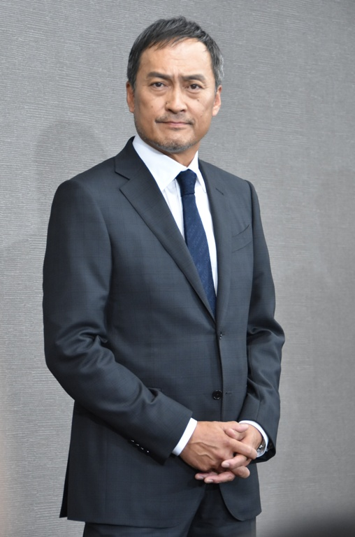 渡辺謙、会見で不倫騒動を謝罪 ...