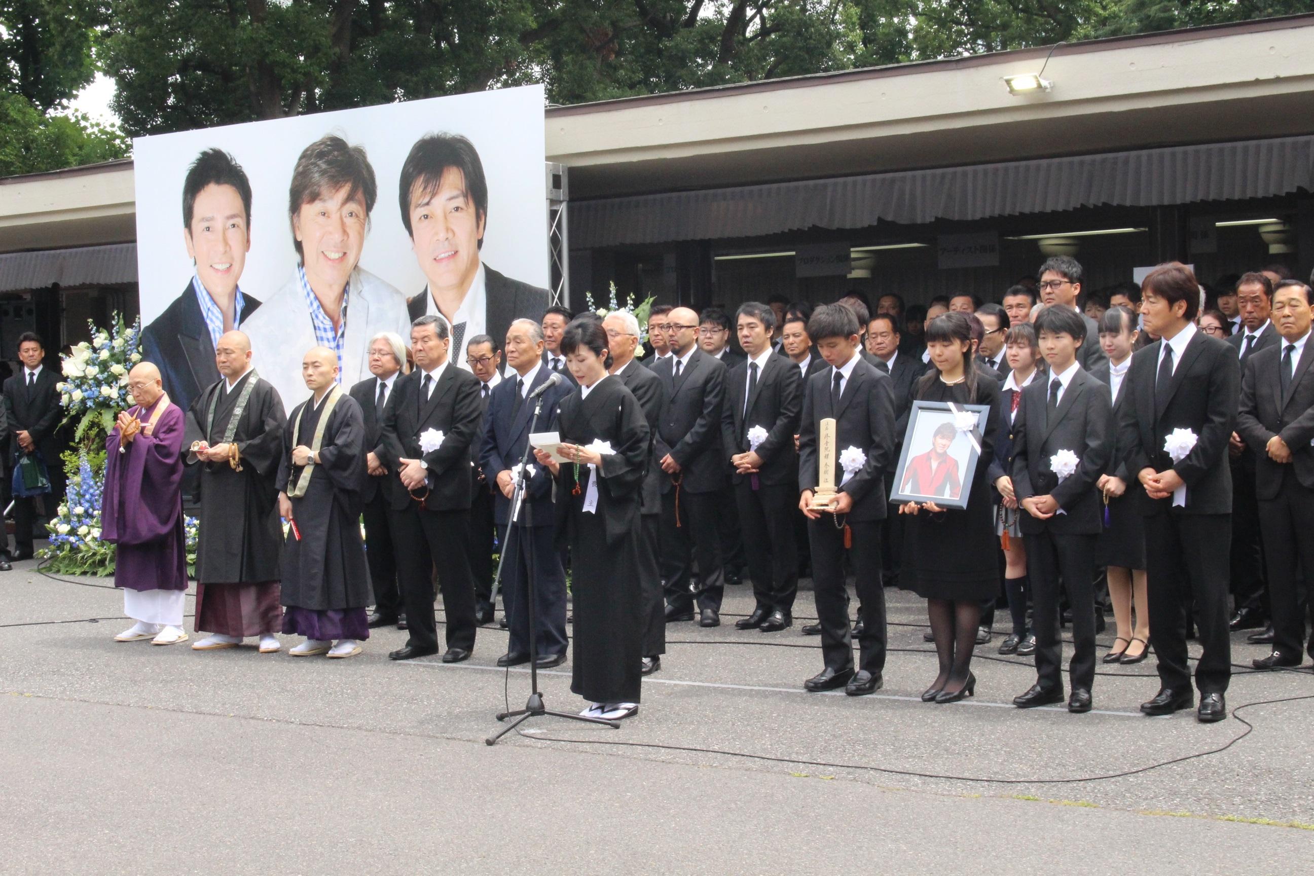 西城秀樹さんの告別式に1万人が参列 郷ひろみ「秀樹は天国に行ってしまった」
